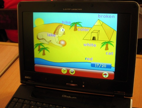 Teaching children how to use keyboard and mouse with Gcompris