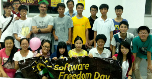 Group photos with the STU Linux Association members.